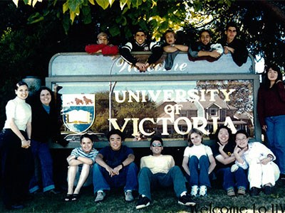 Black and white photo of ELC students in front of the University of Victoria sign